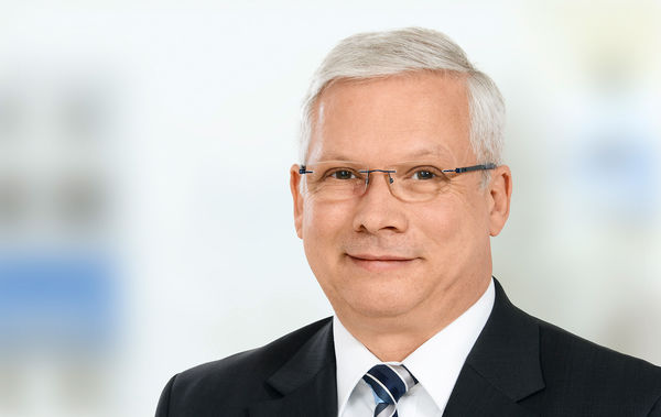 Portrait photo of Mr. Kai-Uwe Holzapfel - SAHM Head of Sales Projscts