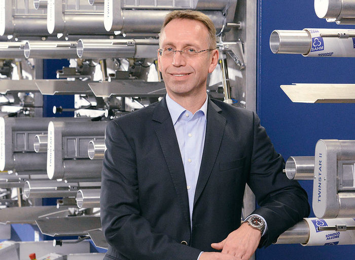 SAHM Managing Director Jochen Zaun in front of a SAHM machine